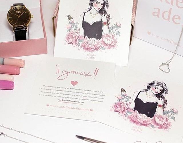 Hoy @socialmakeup.es y @cristinaalonsoillustration han estado preparando una sorpresa muy especial que esperamos os guste tanto como a nosotras!!! Que gustazo trabajar con ellas!! Muy prontito podréis verlo en la web y en el blog
