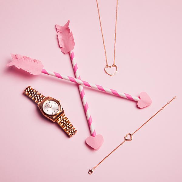 Mini reloj dorado + conjunto corazones san valentin