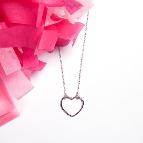 collar corazon hueco plata