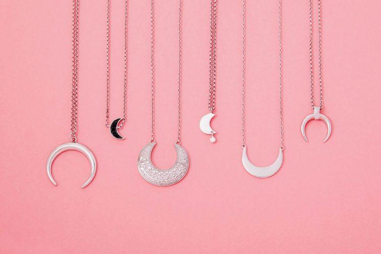 3 símbolos que querrás tener en tu vida para potenciar el amor, tu misión de vida, y tu feminidad.